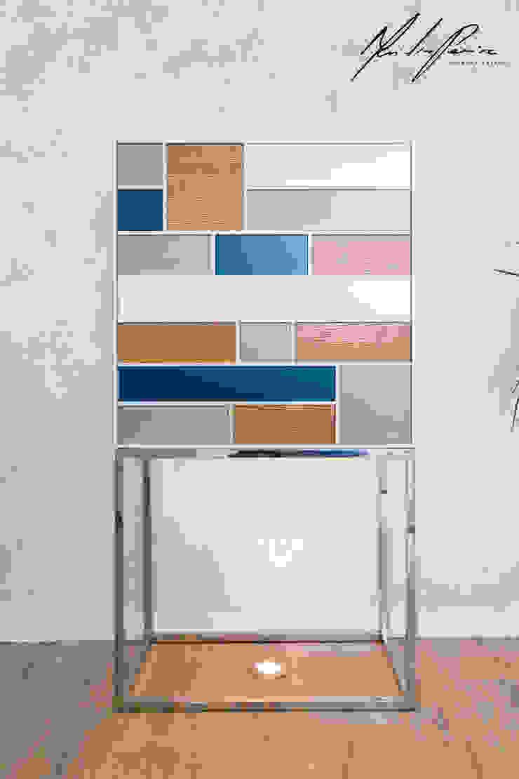 logotipo Corredores, halls e escadas minimalistas por Mariline Pereira - Interior Design Lda. Minimalista