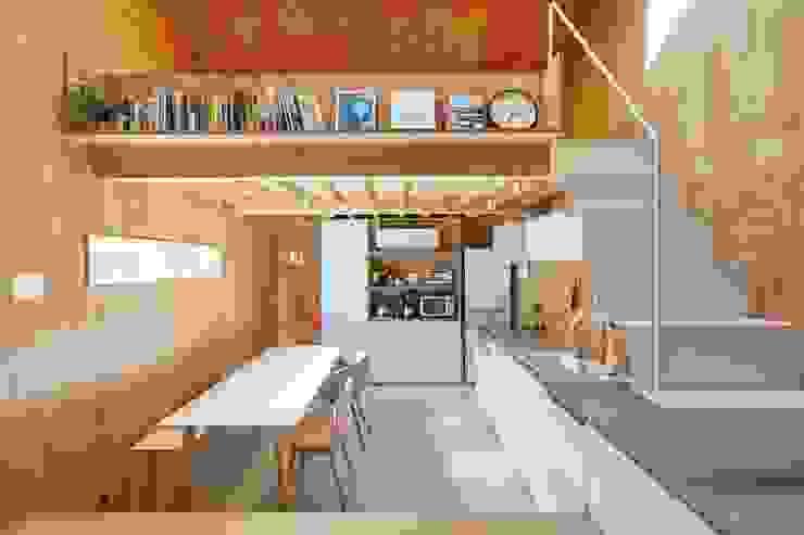 MILK CARTON HOUSE オリジナルデザインの ダイニング の .8 / TENHACHI オリジナル 木 木目調