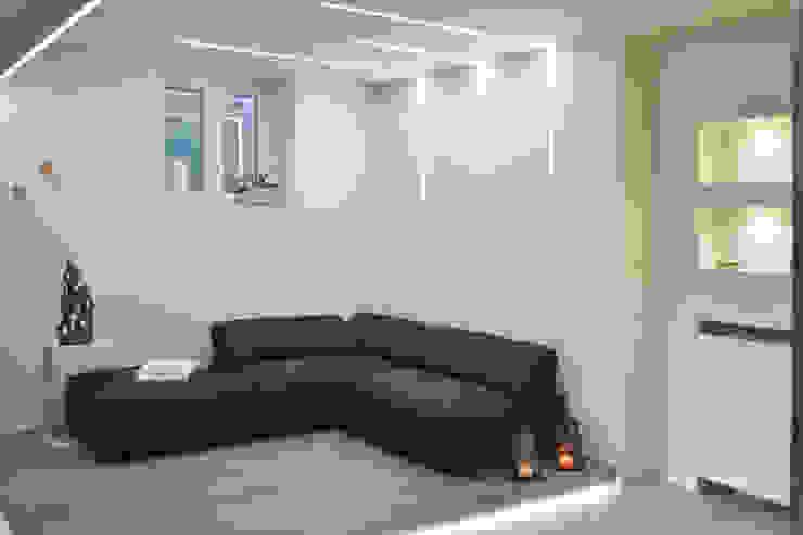 Zona relax Spa minimalista di viemme61 Minimalista