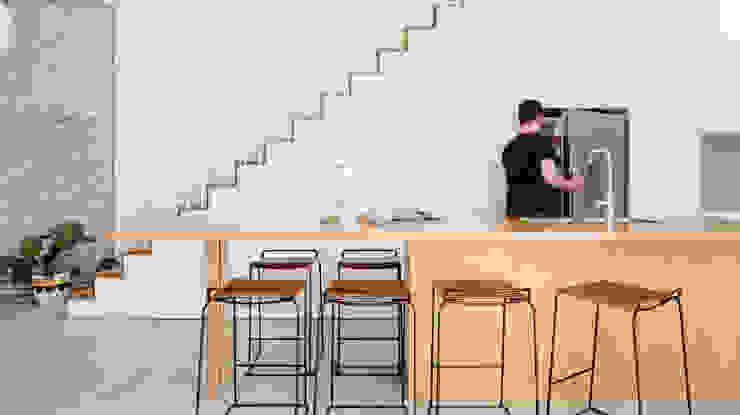 Arquiteto Rio de Janeiro - RJ (21) 98785-9551 Whatsapp モダンな キッチン 木材・プラスチック複合ボード 木目調