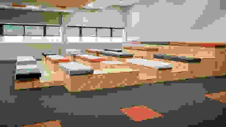 Gradas multifución para sala de conferencias y descanso Tono Lledó Estudio de Interiorismo en Alicante Edificios de oficinas de estilo moderno