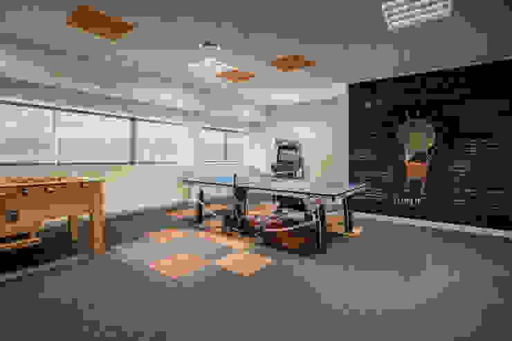 Sala de juegos para oficinas Tono Lledó Estudio de Interiorismo en Alicante Edificios de oficinas de estilo moderno