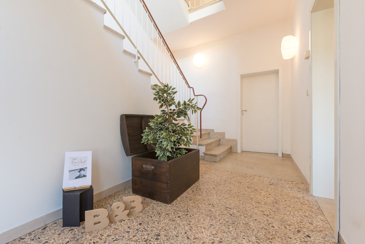 HOME STAGING Mirna Casadei Home Staging Ingresso, Corridoio & Scale in stile moderno