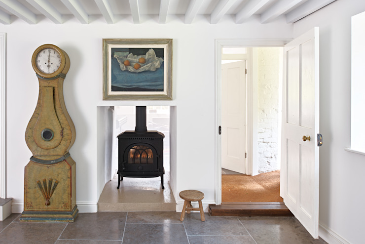 Watermill Restoration Pasillos, halls y escaleras minimalistas de Hart Design and Construction Minimalista