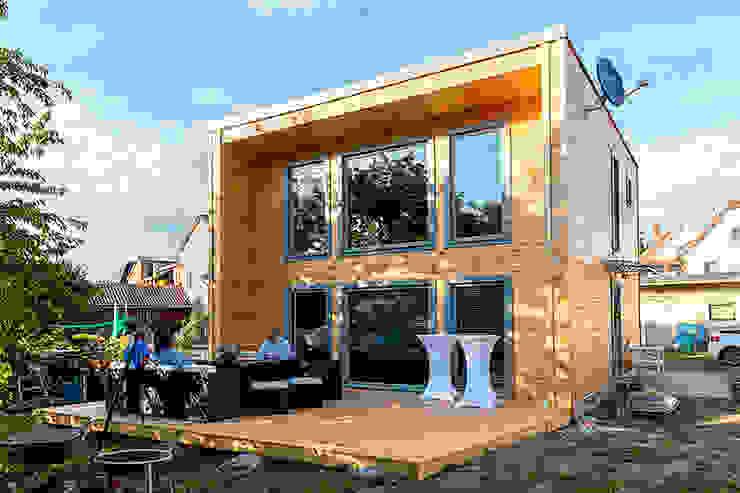 Außenansicht/Terrasse - KUBU von THULE Blockhaus GmbH - Ihr Fertigbausatz für ein Holzhaus Minimalistisch Holz Holznachbildung