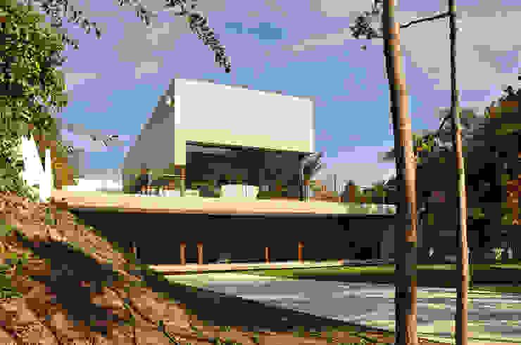 Modern home by Patricio Oteiza Modern