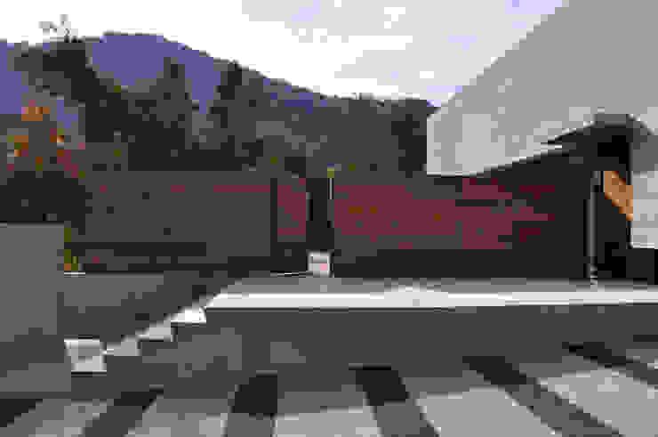 Vivienda Pineda Casas estilo moderno: ideas, arquitectura e imágenes de Patricio Oteiza Moderno