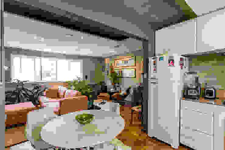COZINHA COMPACTA Salas de jantar modernas por Mazorra Studio Moderno