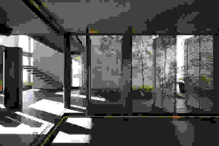 Modern garage/shed by Echauri Morales Arquitectos Modern