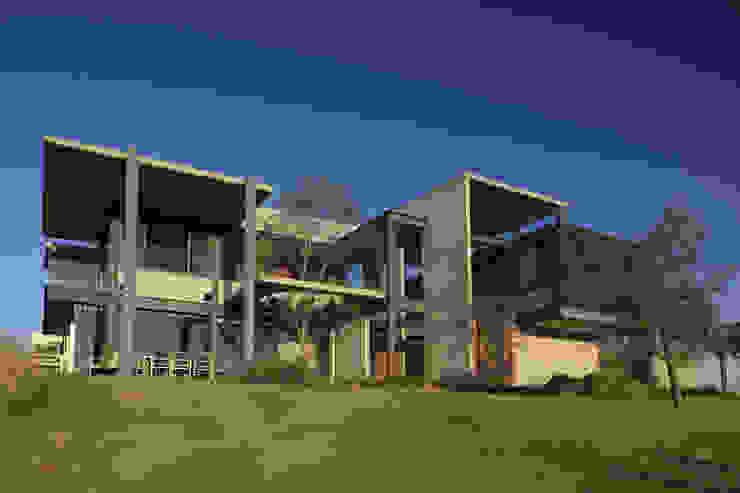 Modern houses by Echauri Morales Arquitectos Modern