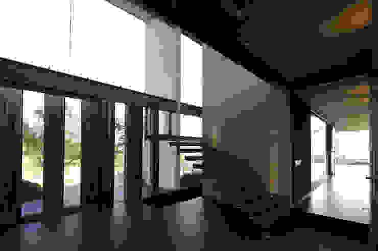 by Echauri Morales Arquitectos Modern