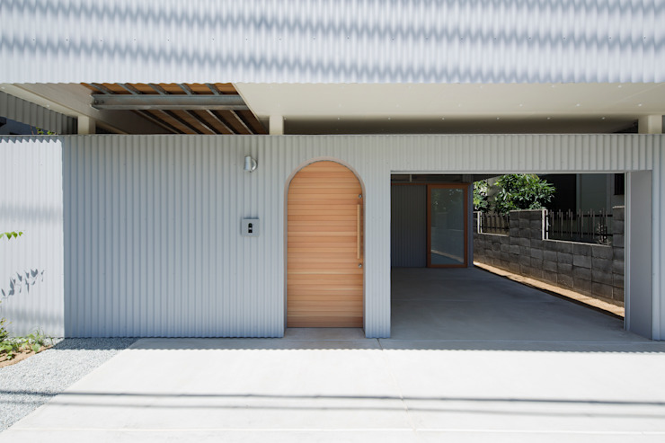 FUMIASO ARCHITECT & ASSOCIATES/ 阿曽芙実建築設計事務所 Eclectic style garage/shed