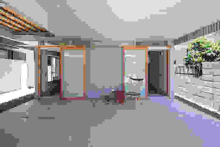 FUMIASO ARCHITECT & ASSOCIATES/ 阿曽芙実建築設計事務所 Garage / Hangar originaux
