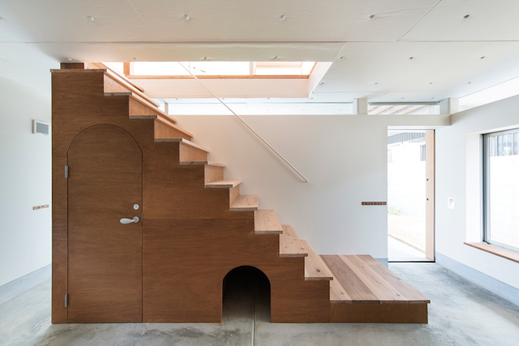 FUMIASO ARCHITECT & ASSOCIATES/ 阿曽芙実建築設計事務所 Eclectic style corridor, hallway & stairs