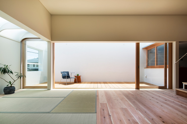 FUMIASO ARCHITECT & ASSOCIATES/ 阿曽芙実建築設計事務所 Soggiorno in stile asiatico