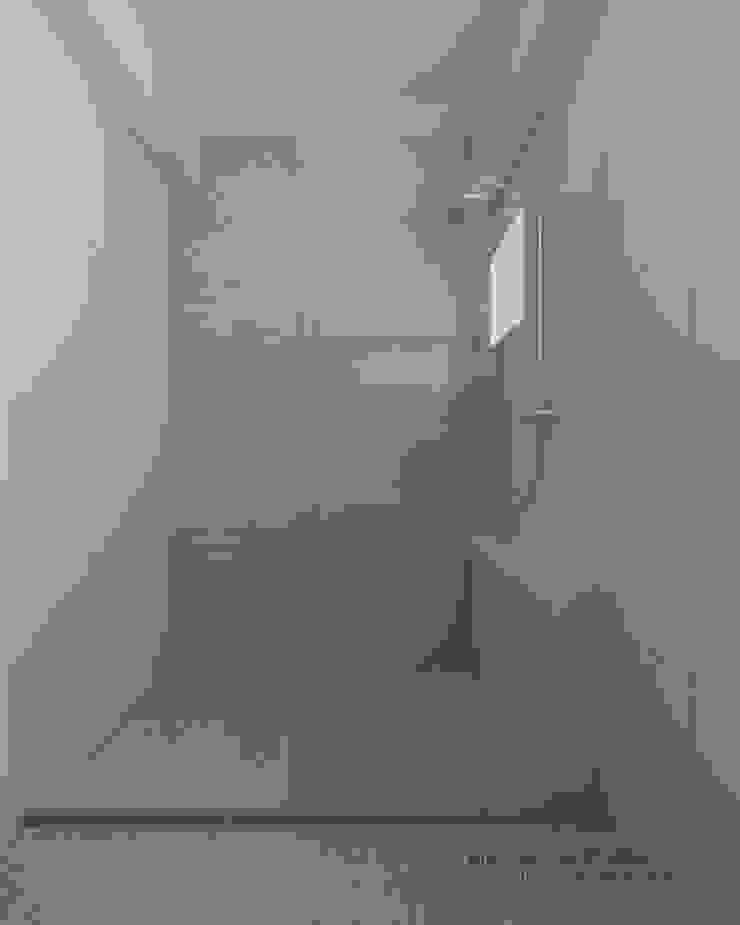 Bathroom 現代浴室設計點子、靈感&圖片 根據 Swish Design Works 現代風