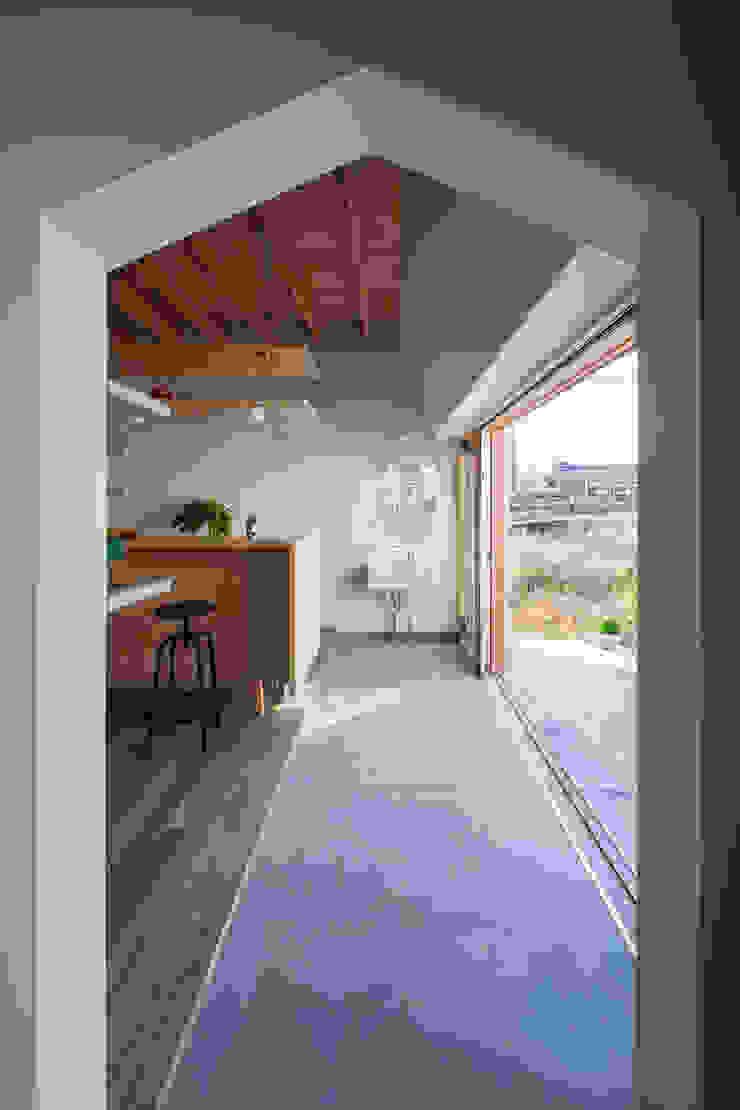 FUMIASO ARCHITECT & ASSOCIATES/ 阿曽芙実建築設計事務所 Eclectic style corridor, hallway & stairs