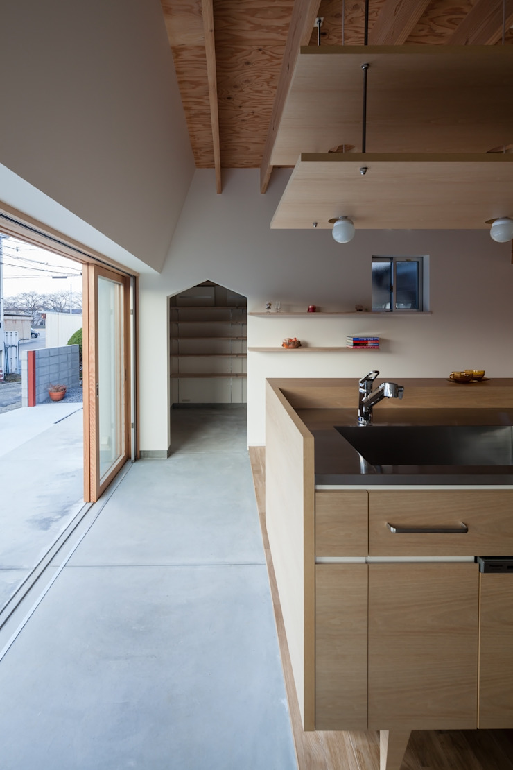 FUMIASO ARCHITECT & ASSOCIATES/ 阿曽芙実建築設計事務所 Scandinavian style corridor, hallway& stairs