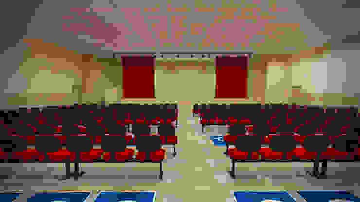 Interior do auditório Salas multimídia modernas por Fávero Arquitetura + Interiores Moderno