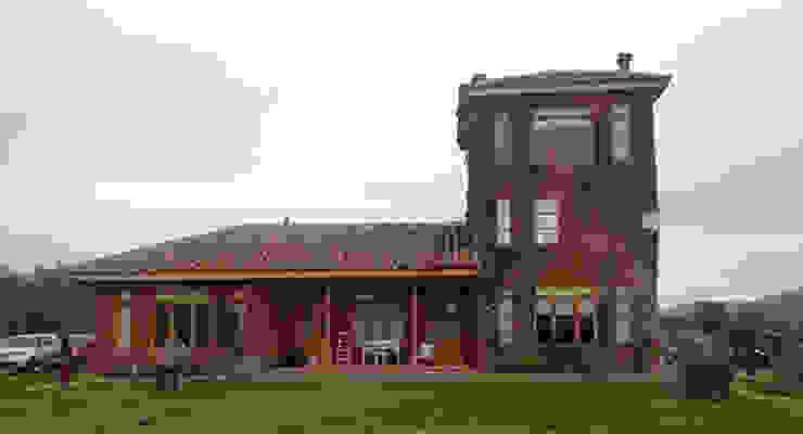 La casa colorada de Construccion Americana Clásico