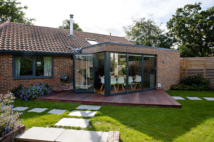 Exterior view of extension and garden Modern houses by dwell design Modern