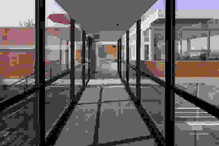 โดย Echauri Morales Arquitectos โมเดิร์น
