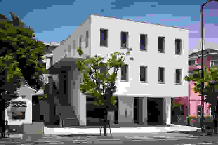 外観 井上久実設計室 一戸建て住宅 コンクリート 白色