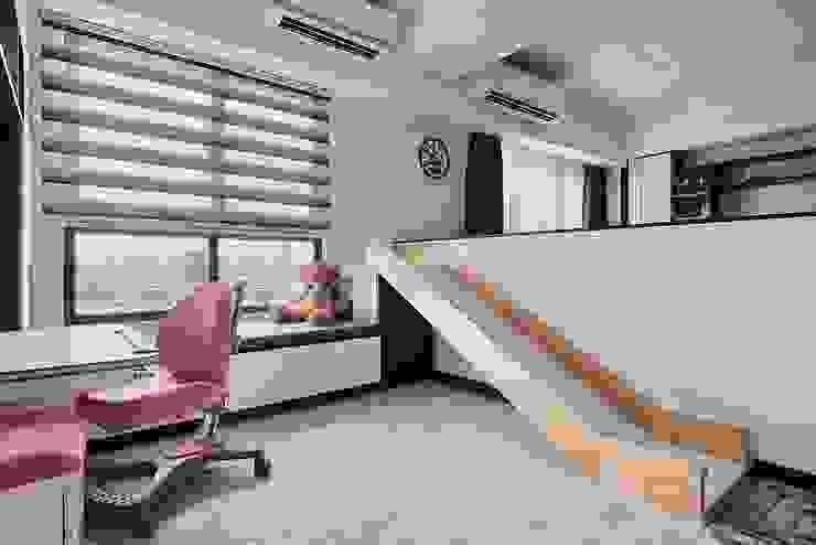 Salones de estilo minimalista de 艾文設計有限公司 Minimalista