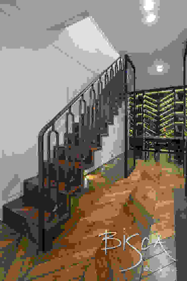 6728 - Feature Staircase por Bisca Staircases Moderno Cobre/Bronze/Latão