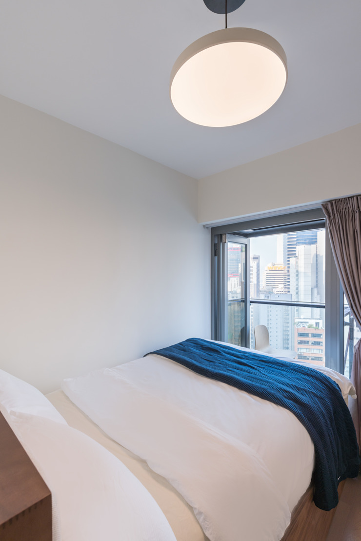 Minimalist bedroom by The Editors Company Minimalist
