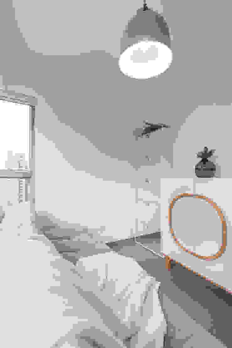 Delightful Sheung Wan Flat Minimalist bedroom by The Editors Company Minimalist