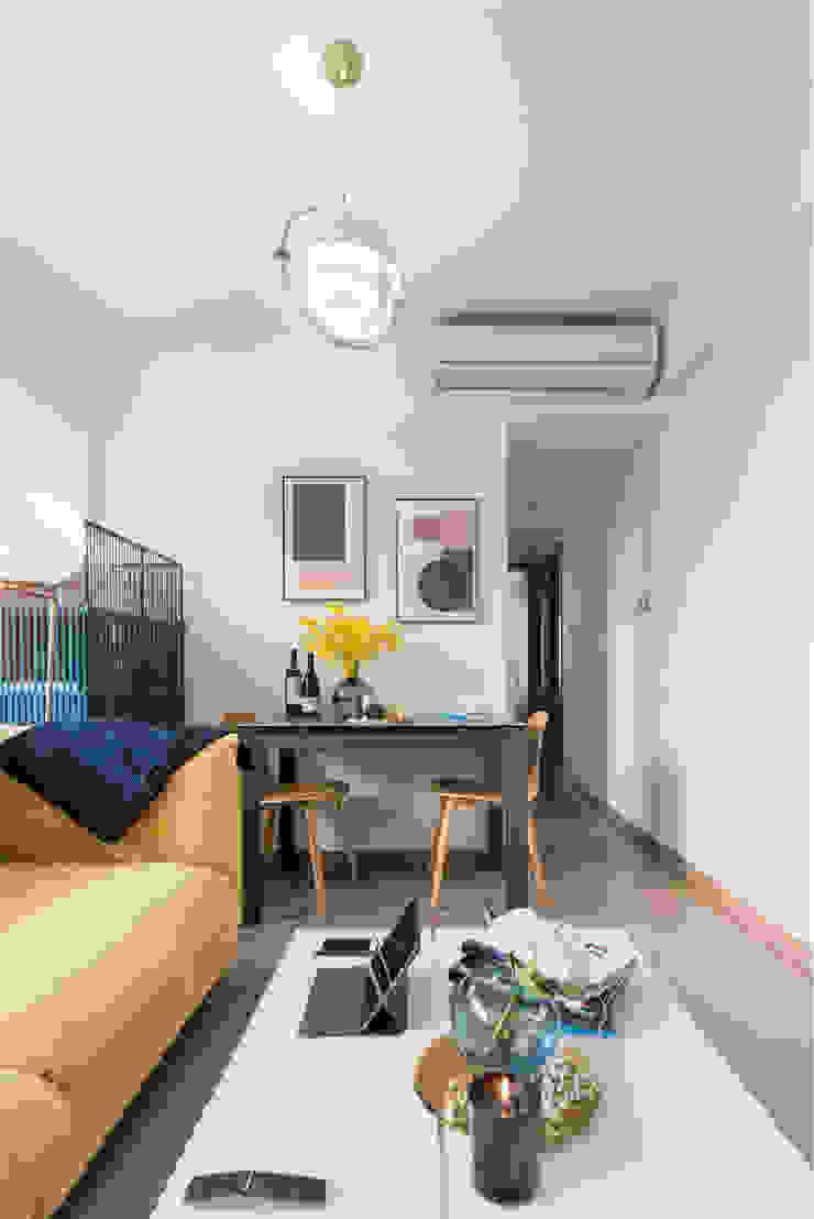 Delightful Sheung Wan Flat Minimalist living room by The Editors Company Minimalist