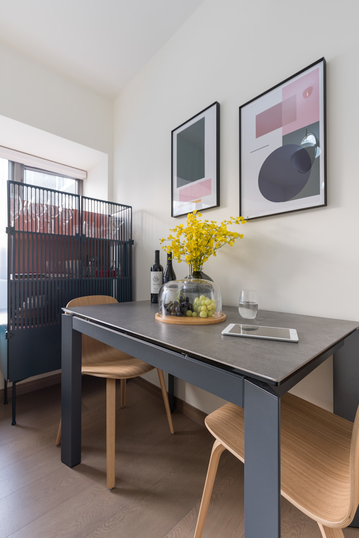 Delightful Sheung Wan Flat Minimalist dining room by The Editors Company Minimalist
