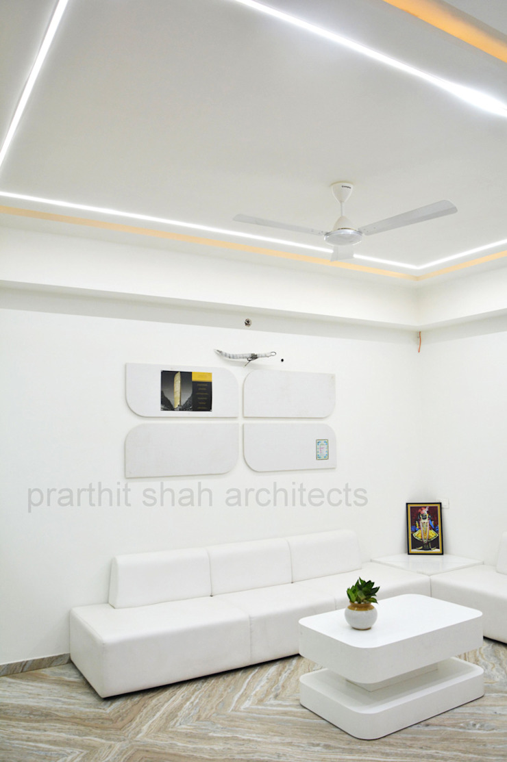 Office Waiting Design prarthit shah architects Minimalist study/office