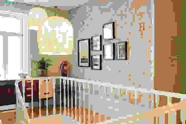 Zona da escadaria (hall) - Projeto SHI Studio Interior Design, Matosinhos ShiStudio Interior Design Escadas