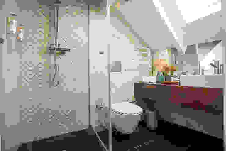 Casa de banho - Projeto SHI Studio Interior Design, Matosinhos ShiStudio Interior Design Casas de banho modernas