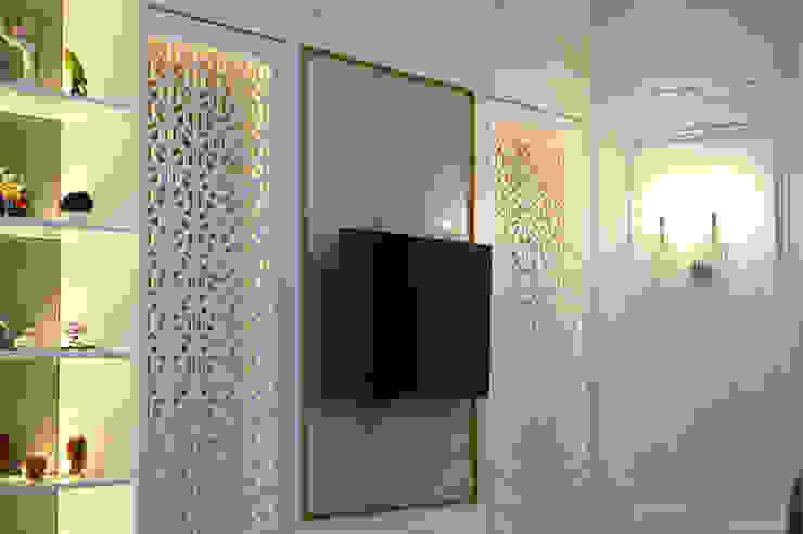 ruang keluarga gaya klasik Ruang Keluarga Klasik Oleh PT Membangun Harapan Sukses Klasik