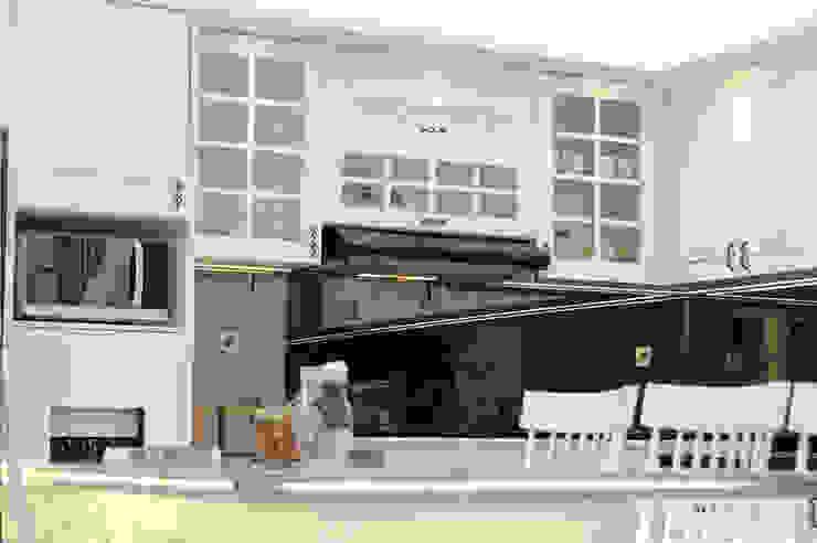 kabinet lemari dapur gaya klasik Dapur Klasik Oleh PT Membangun Harapan Sukses Klasik
