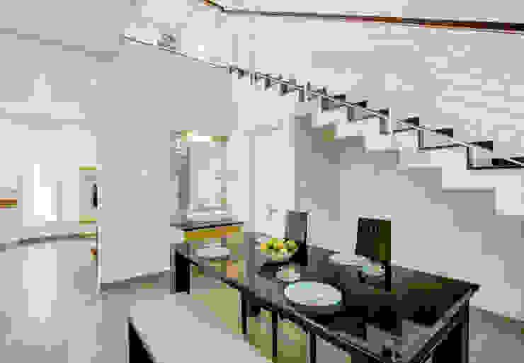 BASHEER'S RESIDENCE | VIBRANT MINIMALISM Minimalist dining room by Eminence Architects [Research + Design] Minimalist
