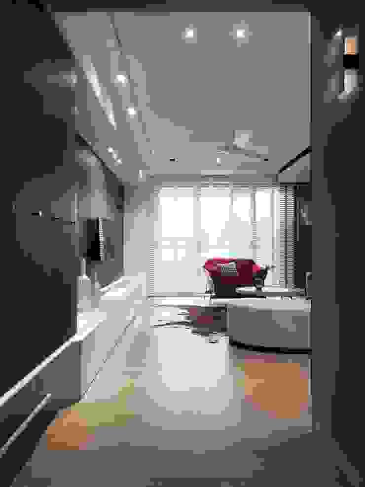 肯星室內設計 Pasillos, vestíbulos y escaleras de estilo moderno