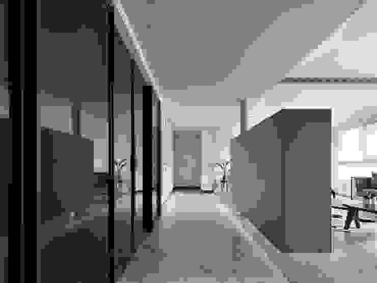 晴空桃源 Clear sky:  走廊 & 玄關 by 肯星室內設計, 地中海風
