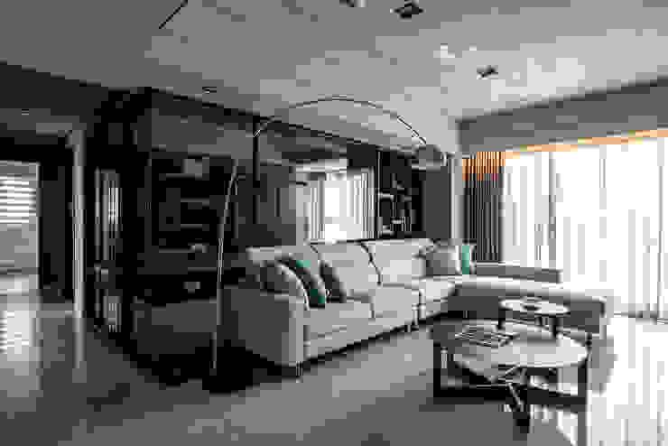 玻璃隔間 现代客厅設計點子、靈感 & 圖片 根據 木博士團隊/動念室內設計制作 現代風
