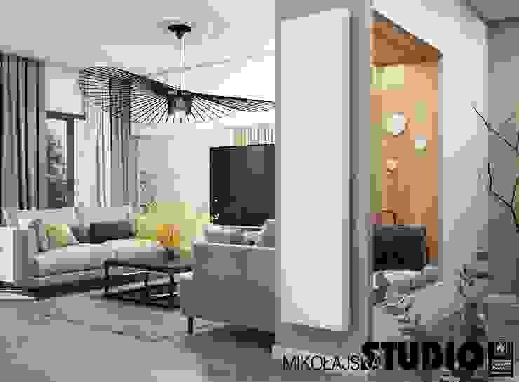 Apartament nr 333 Nowoczesny salon od MIKOŁAJSKAstudio Nowoczesny