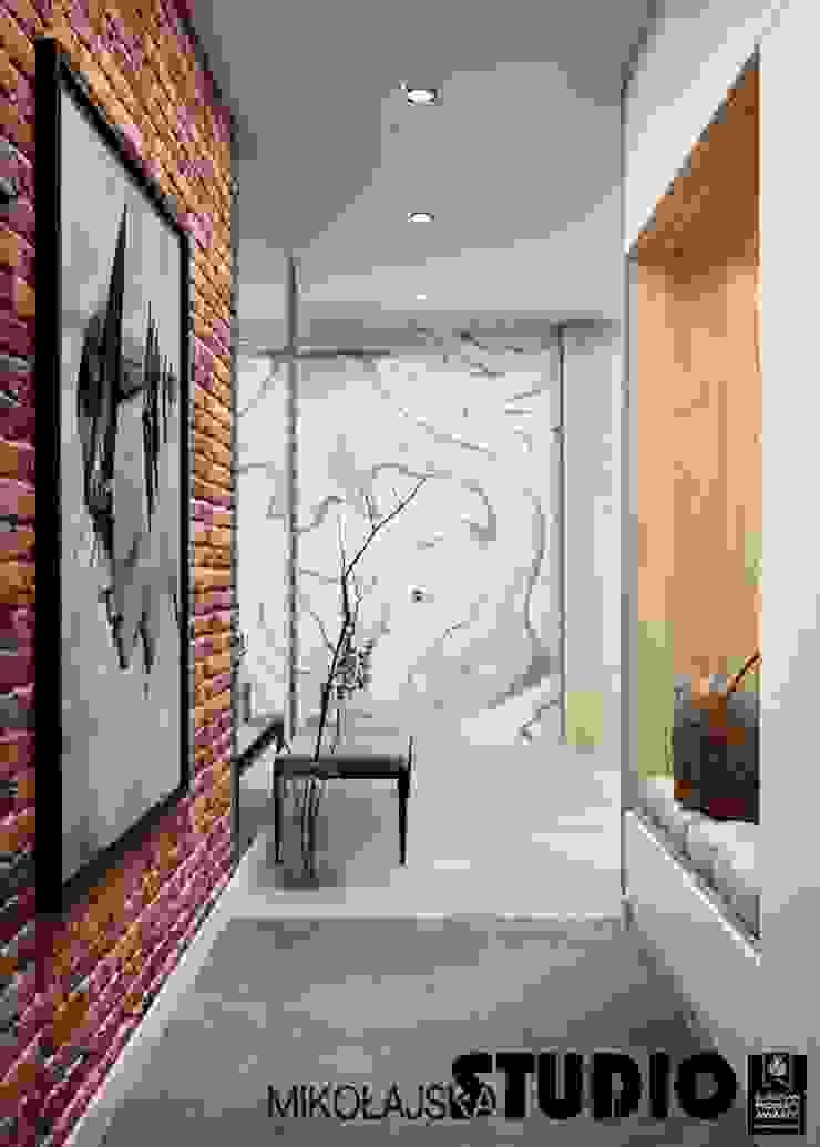 Apartament nr 333 Nowoczesny korytarz, przedpokój i schody od MIKOŁAJSKAstudio Nowoczesny