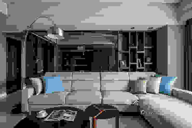 開放式格局 现代客厅設計點子、靈感 & 圖片 根據 木博士團隊/動念室內設計制作 現代風