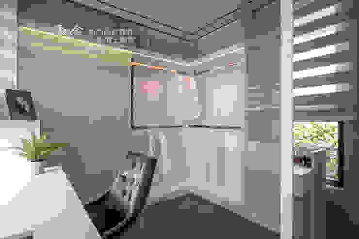 更衣室 根據 木博士團隊/動念室內設計制作 現代風