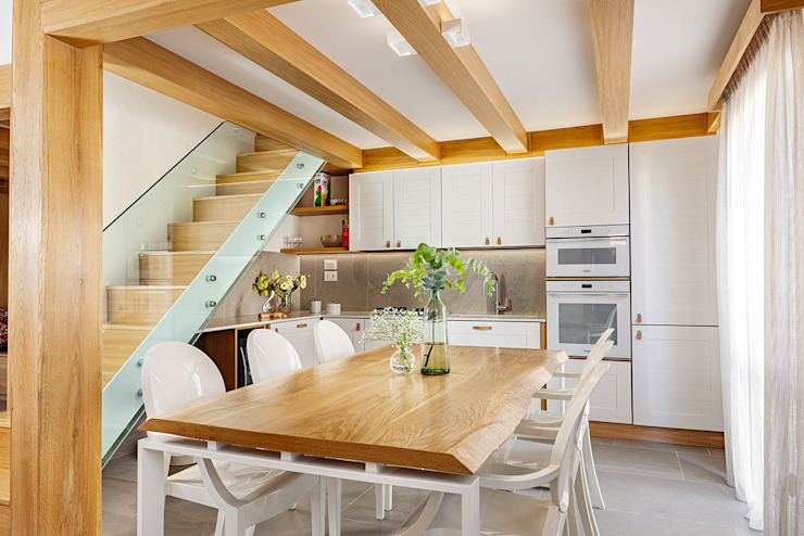 Маленькие кухни в . Автор – manuarino architettura design comunicazione, Минимализм Дерево Эффект древесины