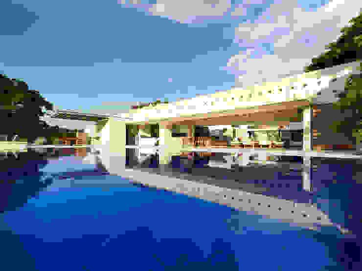Casa Los Samanes de Carlos Campuzano y Asociados Arquitectos Moderno