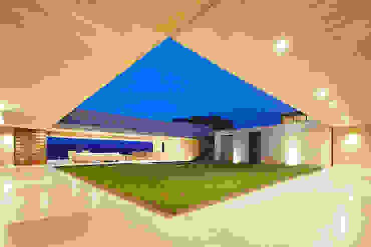 von Carlos Campuzano y Asociados Arquitectos Modern