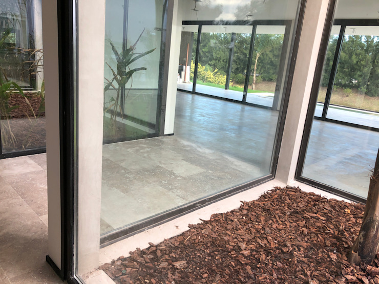 Modern corridor, hallway & stairs by Maximiliano Lago Arquitectura - Estudio Azteca Modern